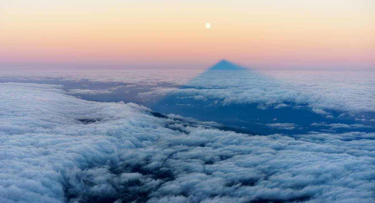 Moonset over Pico shadow
