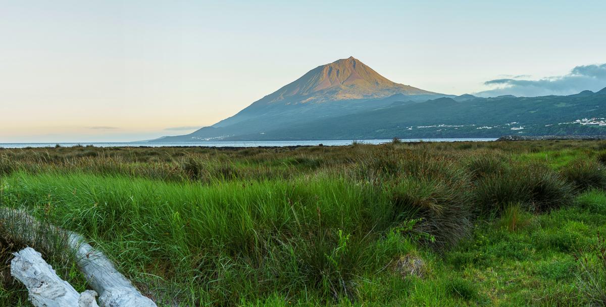 Pico volcano panorama