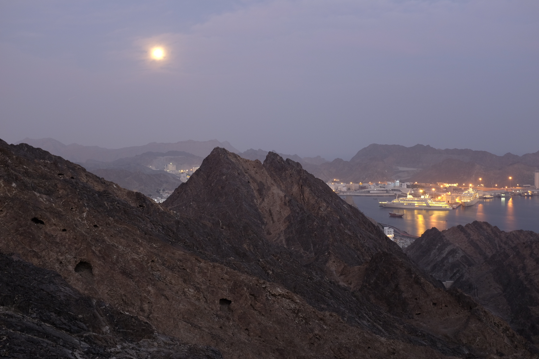 Moonset over Mutrah